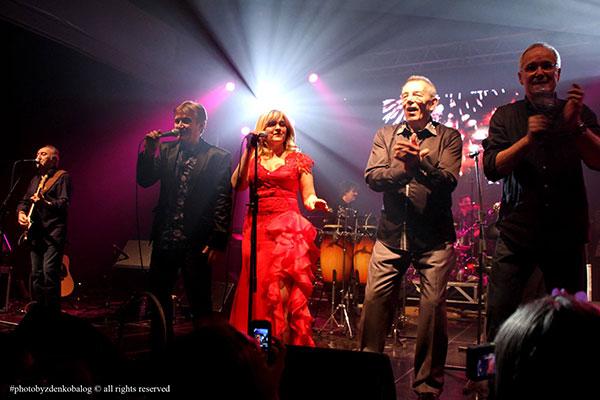 tko se druži na plesu sa zvijezdama Australije 2013
